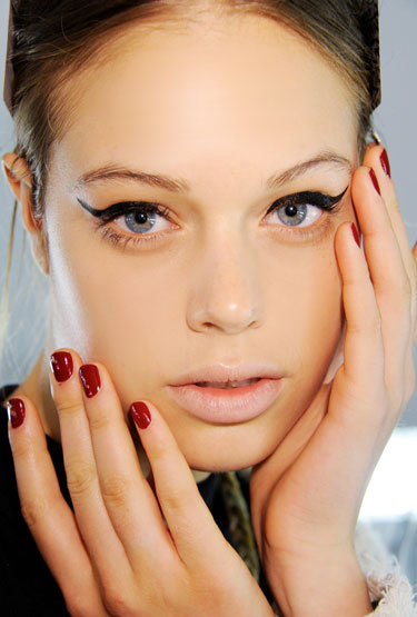 Classic Nails: Classic Red Nails